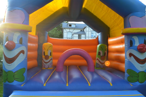 clown-nez rouge- chateau-gonflable- sauter- event4me-attraction-obstacle